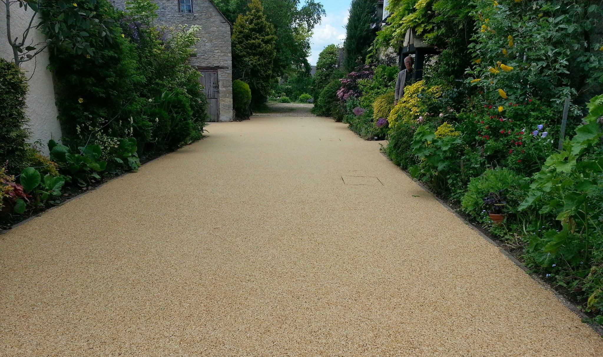 https://smartpavingbristol.co.uk/wp-content/uploads/2021/01/resin-bound-landscaping-e1610879167818.jpg
